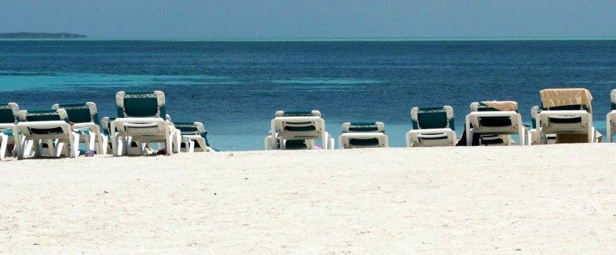 empty-island-beach-1370684-1279x529
